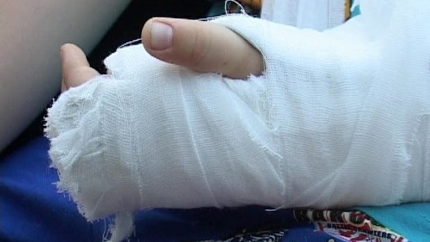 Incident la liceul din Budeşti. Un elev s-a ales cu degetele rupte