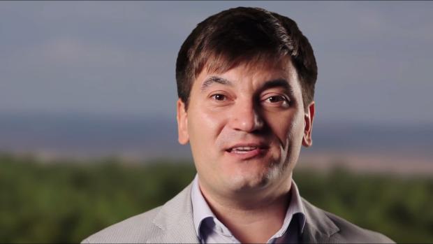 """(video) Costi Burlacu îndeamnă să ne prețuim vinurile – """"Vinul Moldovei. O legendă vie"""""""