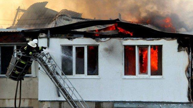 Un tânăr de 28 de ani a ars de viu în propriul apartament