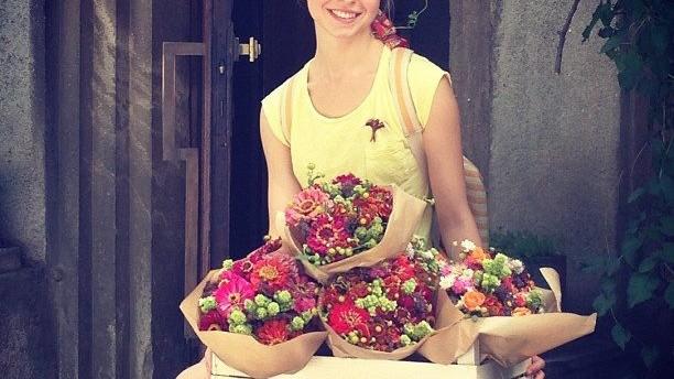 Alina Țaruș, o tânără floristă a fost diagnosticată cu o formă rară de cancer și are nevoie de ajutor