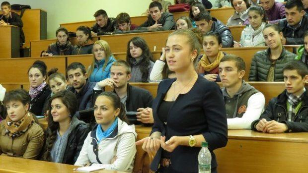 (foto) La FRIȘPA, USM a fost lansat Clubul de dezbateri și discuții