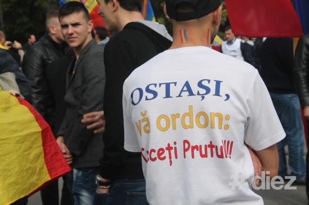 Inscripţie pe tricoul unui participant