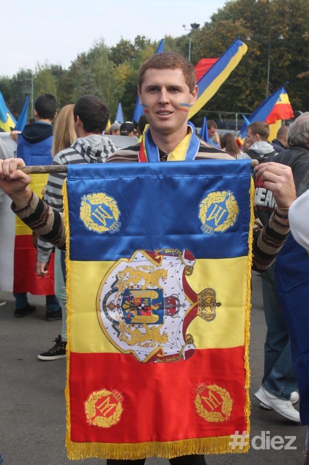 Unii purtau drapelul României Mari