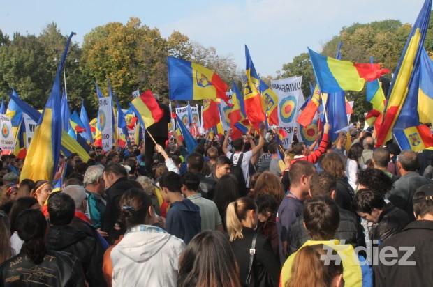 Piaţa Ţăranului Român plină de participanţi la marş