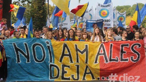 (foto) Marşul pentru Basarabia a adunat 10.000 de unionişti la Bucureşti