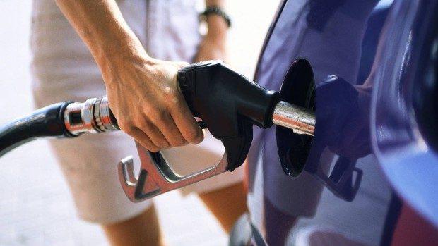 (video) Ce cred șoferii după ce două companii petroliere au ieftinit prețul benzinei și a motorinei