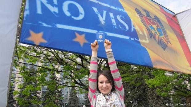 (grafic) Circa 300 mii de moldoveni au mers fără vize în Uniunea Europeană