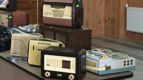 Colecția aparatelor radio vechi ar aduce Moldovei un nou record Guinness