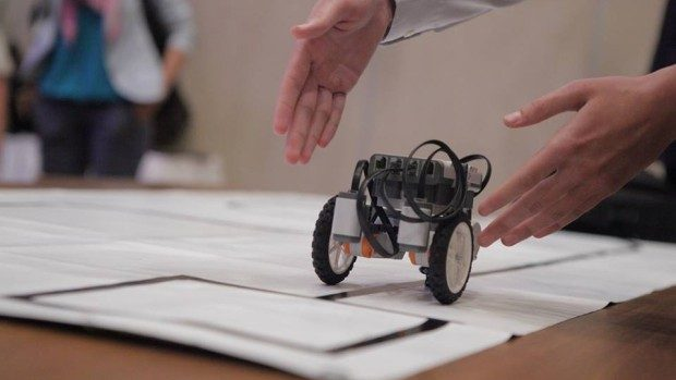 Clubul de robotică se lansează oficial la Colegiul Politehnic din Chișinău