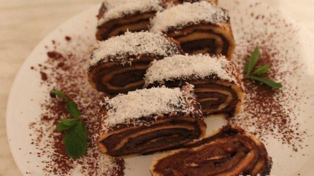 (foto) Desertul de Crăciun cu topping de ciocolată și fulgi de cocos