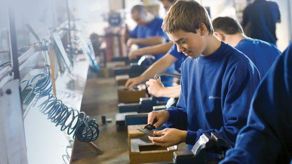 Tinerii unei școli profesionale din Moldova vor fi pregătiți după sistemul german