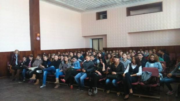 """1.500 de tineri din 16 licee din țară au participat în cadrul sesiunilor de informare """"Alege o Carieră în IT"""""""