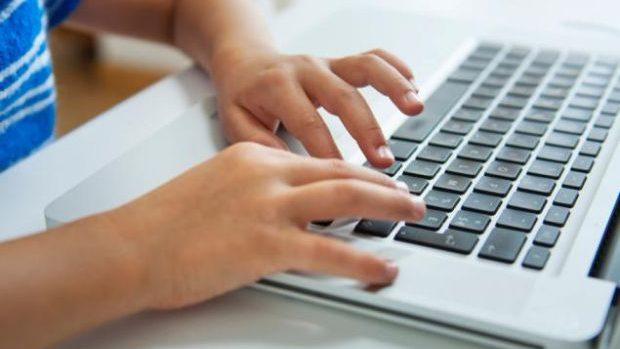 Finlanda scoate din orar scrisul de mână și introduce tastarea