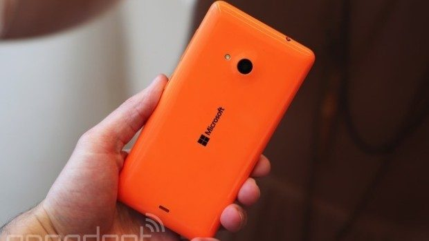 A fost lansat primul telefon Microsoft Lumia, renunțând la Nokia