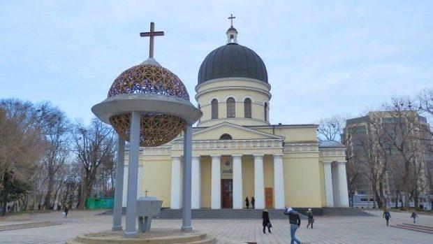 Cetățenii cer impozitarea Bisericii Ortodoxe implicată activ în politică