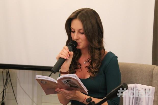 """Doina Strulea la lansarea volumului de poezii """"Vioara din mansardă"""""""