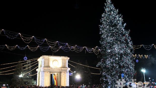 (foto) Capitala și-a inaugurat Bradul de Crăciun