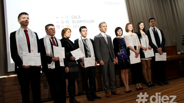 (foto) Elevii care au obținut performanțe la olimpiadele internaționale au fost premiați