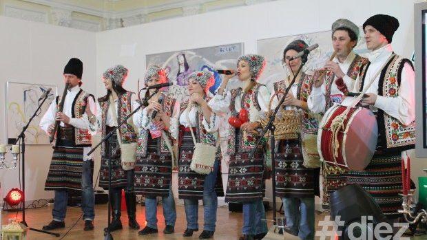 (video) Uratură modernă de Sărbători din partea actorilor teatrului Mihai Eminescu