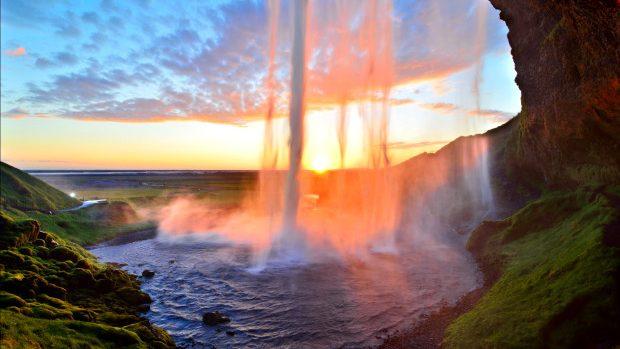 (video) Cele mai spectaculoase cascade din Islanda, filmate cu o dronă