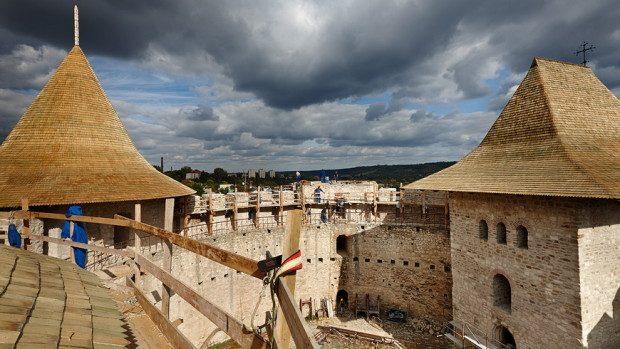 (foto) Lucrările de restaurare a Cetății Soroca văzute din interior