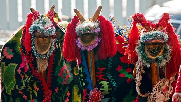 Versurile urăturilor tradiționale românești pentru vestirea Anului Nou