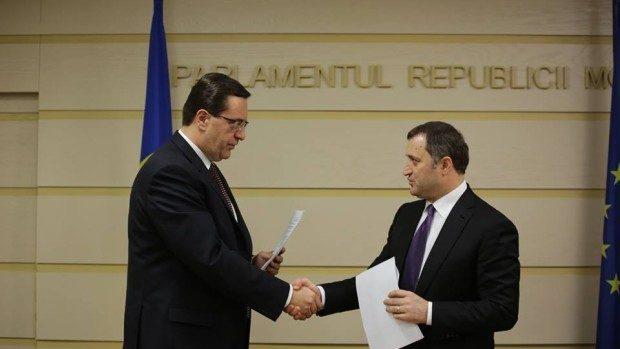 Acordul de creare a Alianței pentru o Moldovă Europeană semnat de PDM și PLDM