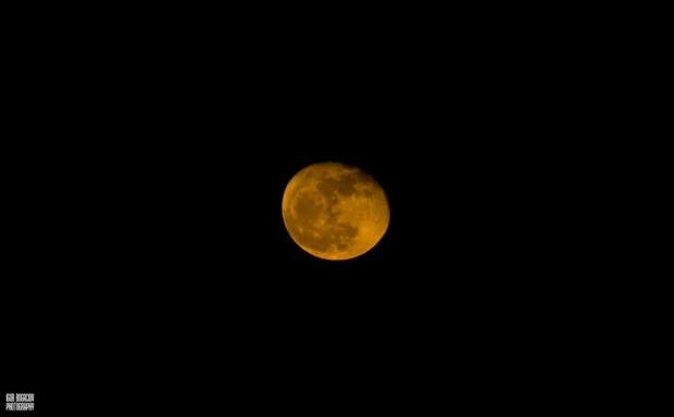 Luna portocalie  PC: Facebook/Igor Bogaciov