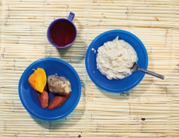 Cum se alimentează Emily Kathumba la micul dejun. PC: nytimes.com