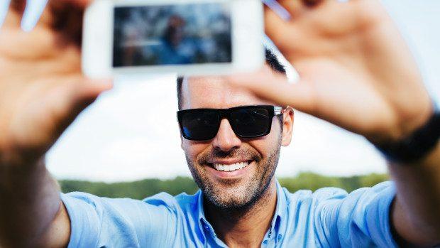 Bărbații care publică multe selfie-uri au trăsături de personalitate similare psihopaților