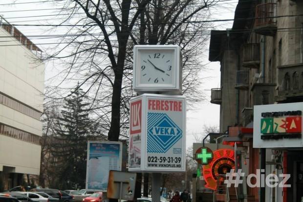 Ceasul de la intersecția străzilor Columna/Pușkin
