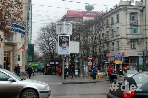 Ceasul de la intersecția Vlaicu Pârcălab/Ștefan cel Mare