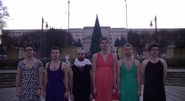 (video) Dressember: Bărbați din Moldova îmbrăcați în haine feminine în scopuri caritabile