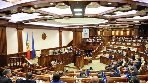 Parlamentul se convoacă miercuri în sesiune extraordinară