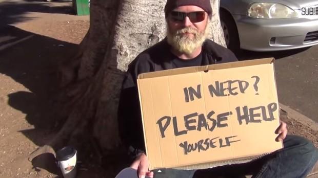(video) Experiment social: Cum ați reacționa dacă un cerșetor v-ar oferi bani?
