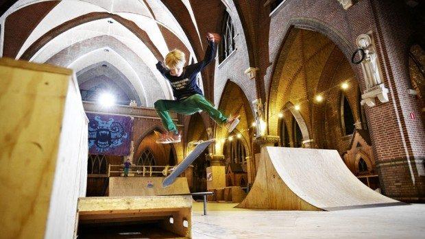 (foto) Bisericile abandonate din Europa, transformate în cafenele, magazine sau supermarketuri