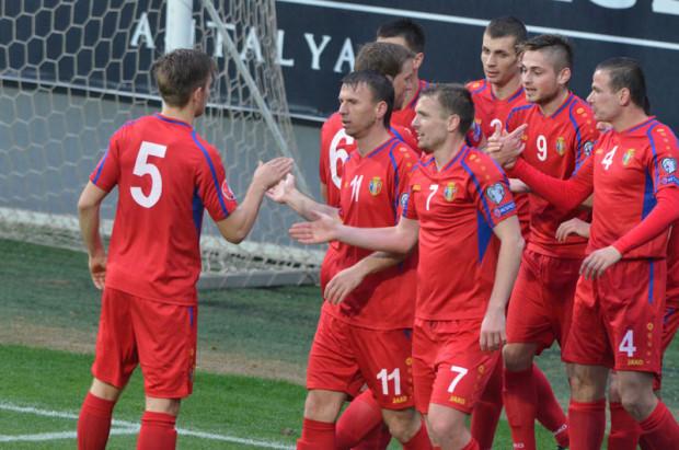 Fotbaliștii naționalei Moldovei celebrând golul lui Cătălin Carp. PC: FMF.md