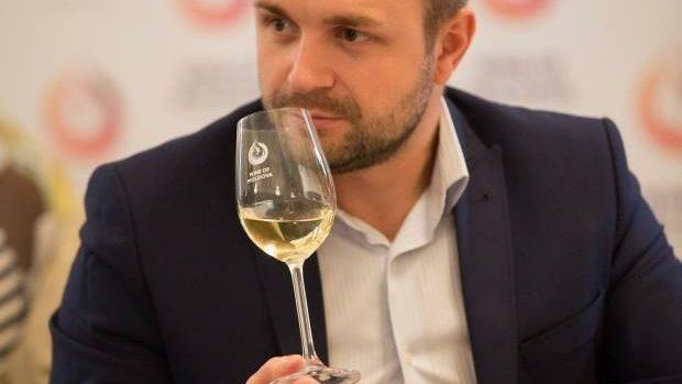 """Rodion Prodan, somelier: """"Pentru a aprecia un vin bun, trebuie mai întâi să-l cunoaștem"""""""