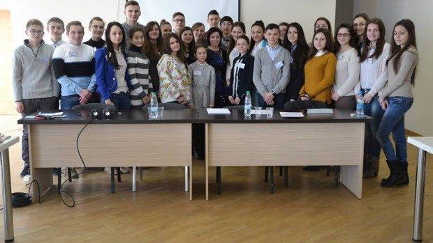 (foto) Maia Sandu s-a întâlnit cu membrii Consiliului Național al Elevilor. Ce au discutat aceștia?