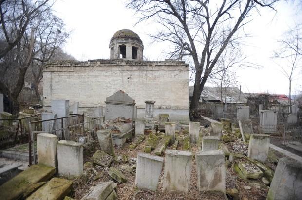 Restaurarea capelei din cimitirul evreiesc din Chişinău