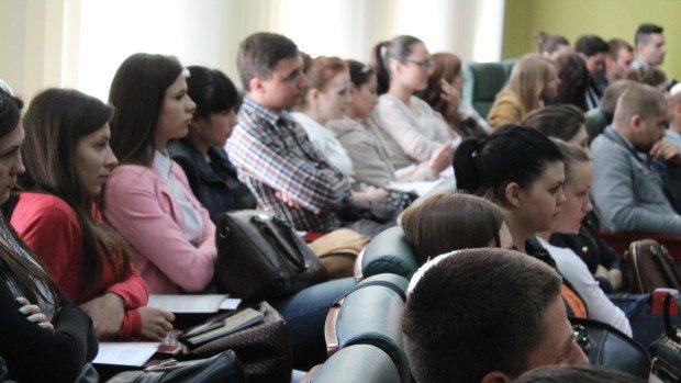 Studenții pot participa la olimpiada de limbi străine la USM