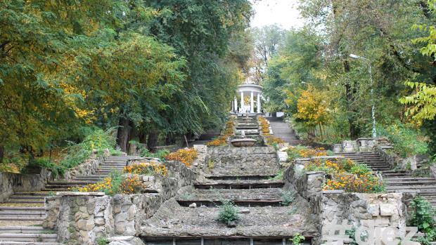 """(foto) Scara Cascadelor și alte elemente decorative din """"Valea Morilor"""" vor fi renovate"""