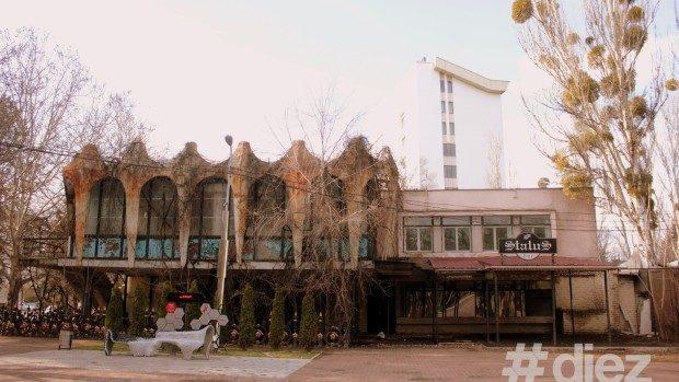"""Un grup de inițiativă a lansat o petiție care e împotriva construcției unui hotel în locul cafenelei """"Guguță"""""""