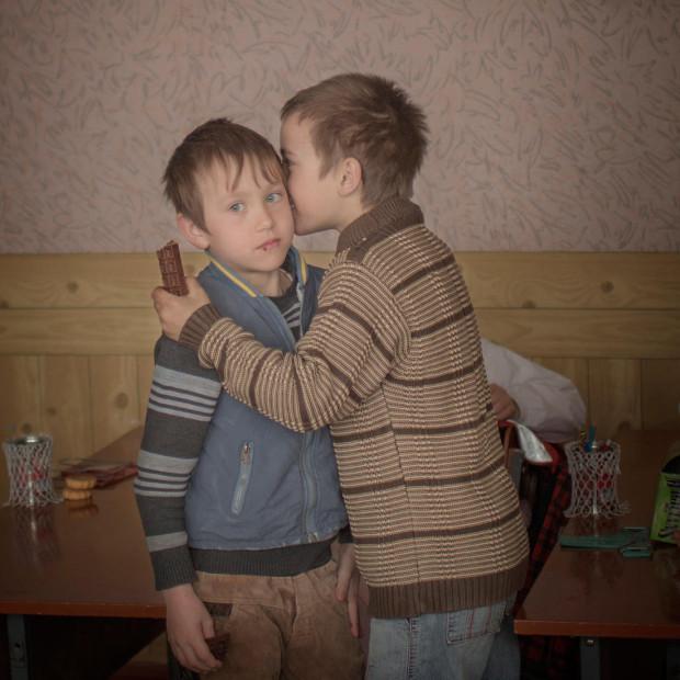 Al doilea loc la categoria Viața de zi cu zi, Frați orfani din Moldova, de Åsa Sjöström.