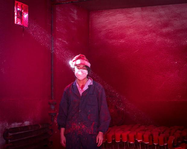 Al doilea loc la categoria Probleme contemporane, Fabrica de Crăciun, de Ronghui Chen/CITY EXPRESS.