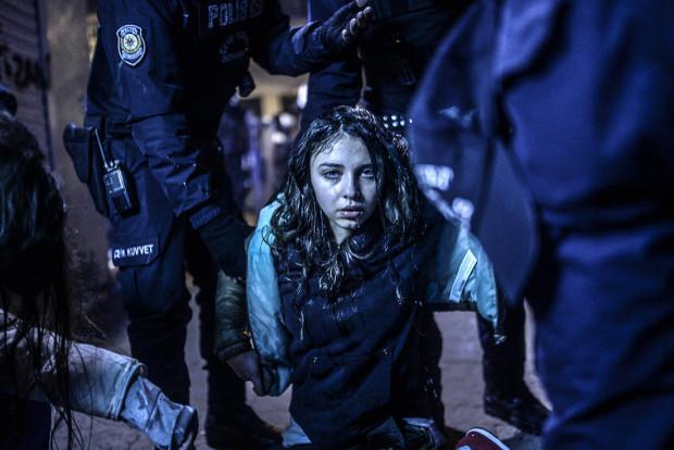 Primul loc la categoria Știri la fața locului, Protestul din Istanbul, de Bulent Kilic/Agence France-Presse. PC: worldpressphoto.org