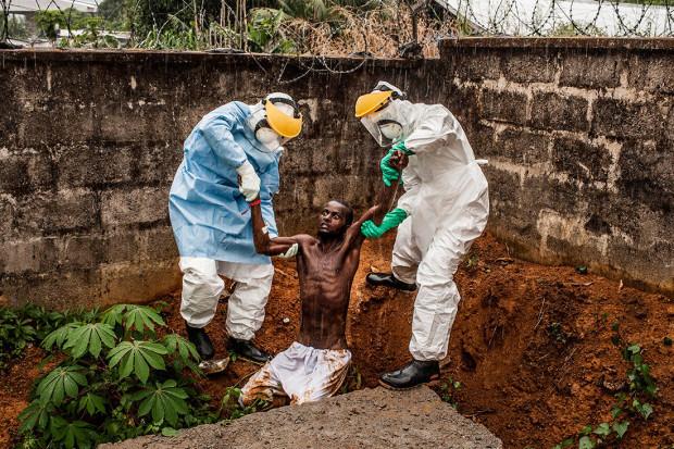 Primul loc la categoria Știri, Ebola în Sierra Leone, de Pete MullerPrime Collective.