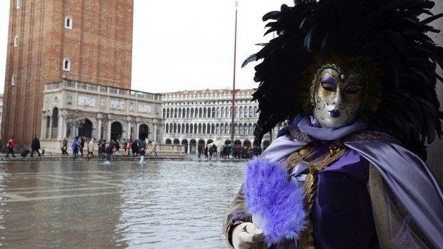 """(foto) Carnavalul de la Veneția a început cu """"un pic"""" de inundații"""