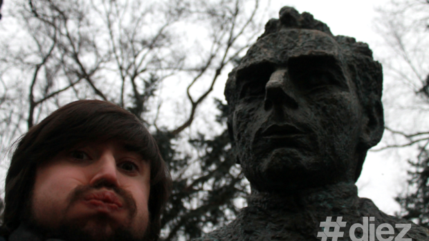 Proiect fotografic: Selfie cu fiece scriitor de pe Aleea Clasicilor din Chișinău