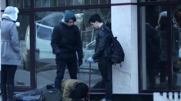 (video) Experiment: Cum reacționează moldovenii la agresarea unui boschetar în plină zi